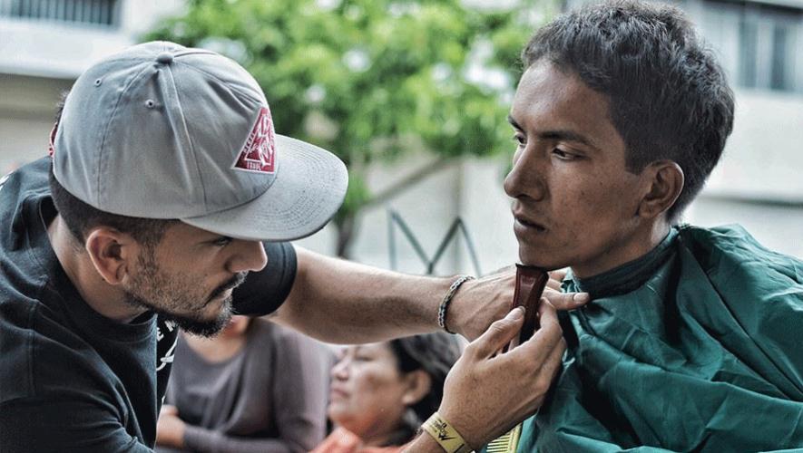 A Barber Ministry regala cortes de cabello a las personas en situación de calle. (Foto: A Barber Ministry)