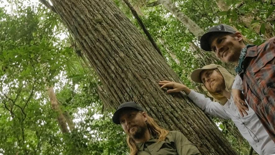 Algunos integrantes de Maroon 5 y Guster visitaron Guatemala para filmar un documental. (Foto: Environmental Investigation Agency)