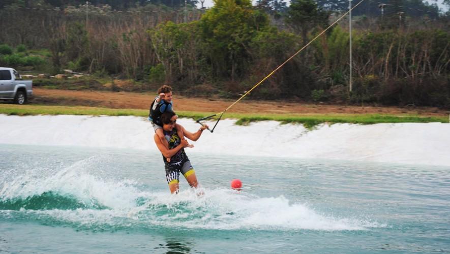 Diviértete en Laguna Wake Park, el primer parque en Guatemala con cable para realizar deportes extremos acuáticos. (Foto: Laguna Wake Park)