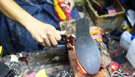 Empresa guatemalteca crea zapatos ecológicos con materiales reciclados