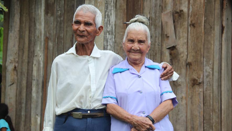 Juan Sanabria de 83 años y María Olivia Tovar de 88 contrajeron matrimonio el pasado 27 de mayo. (Foto: NotiSur Petén)