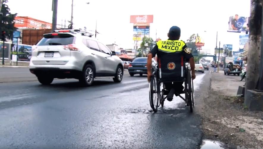 César Gálvez es el nuevo agente de Emixtra que trabaja desde su silla de ruedas. (Foto: Muni Mixco)