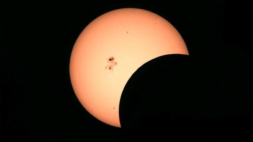 Fotografía con fines ilustrativos tomada durante un eclipse parcial. (Foto: James Young)