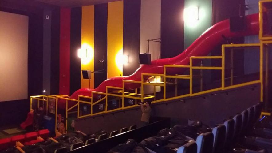 La sala de cine junior de Cinépolis Naranjo Mall cuenta con un tobogán gigante para niños. (Foto: Weekend)