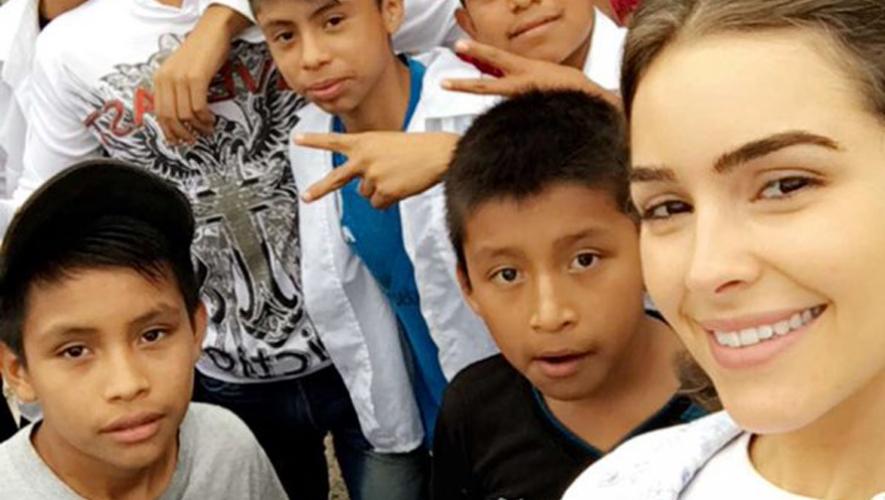 La modelo Olivia Culpo comparte con niños guatemaltecos. (Foto: Snapchat Olivia Culpo)