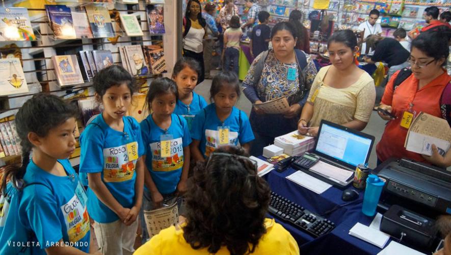 Niños en la Feria del Libro en Guatemala en el año 2015. (Foto: Violeta Arredondo)