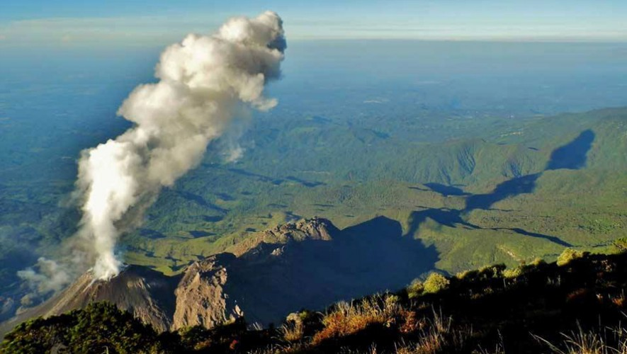 El productor estadounidense captó impresionantes imágenes de la erupción del volcán Santiaguito. (Foto: Jaime Viñals)