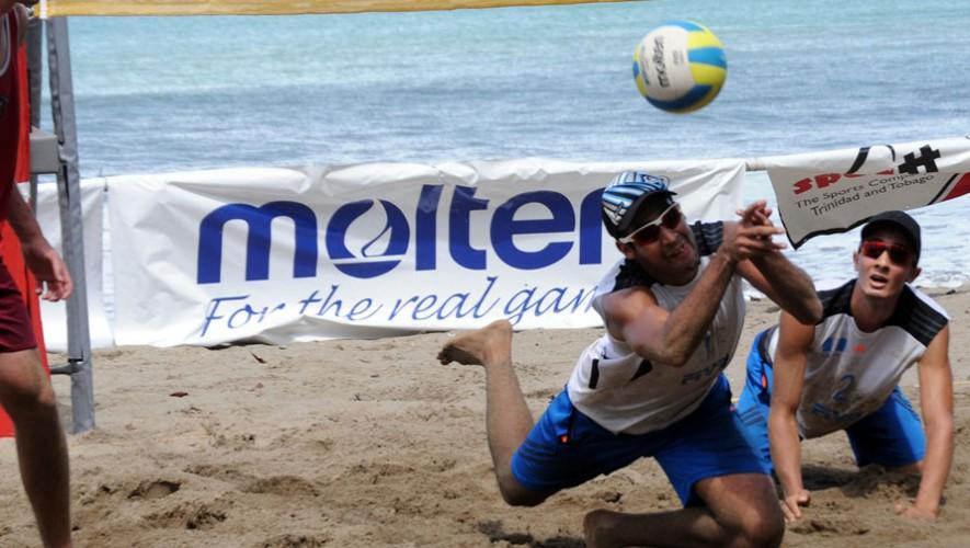Luis y Julio se sienten orgullosos de representar al país en el voleibol de playa. (Foto: Ernesto Beltré)