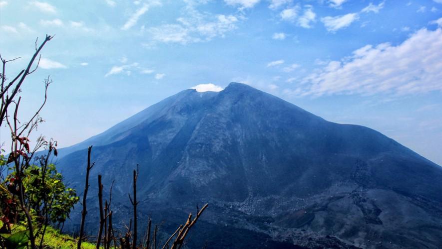 Reforestación y ascenso al Volcán de Pacaya | Julio 2016