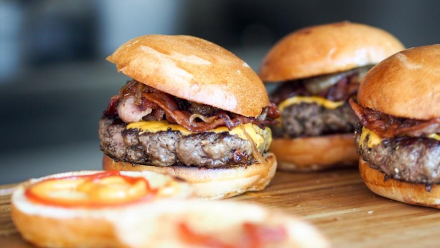 Un guatemalteco decidió probar distintas hamburguesas para elegir la mejor en la Ciudad de Guatemala (Foto: Pexels)