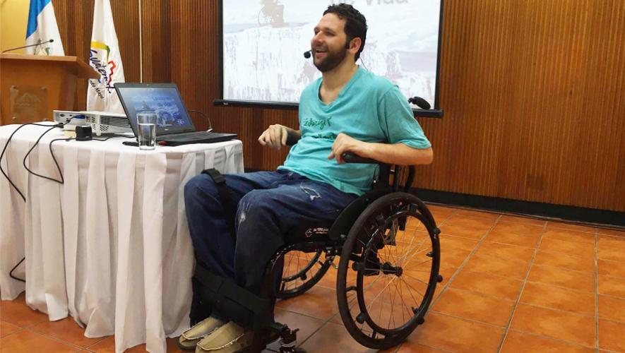 El joven guatemalteco se dedica a dar charlas motivacionales. (Foto: Alan Tenenbaum)