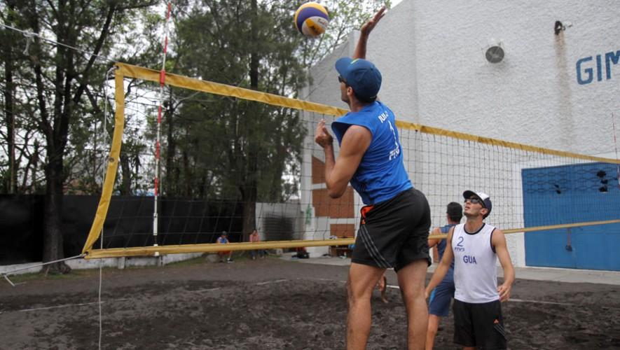 Julio Recinos, voleibol de Guatemala