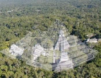 La Danta sobrepuesta sobre el Gran Jaguar para mostrar la inmensidad de esta pirámide. (Foto: Dr. Richard Hansen)