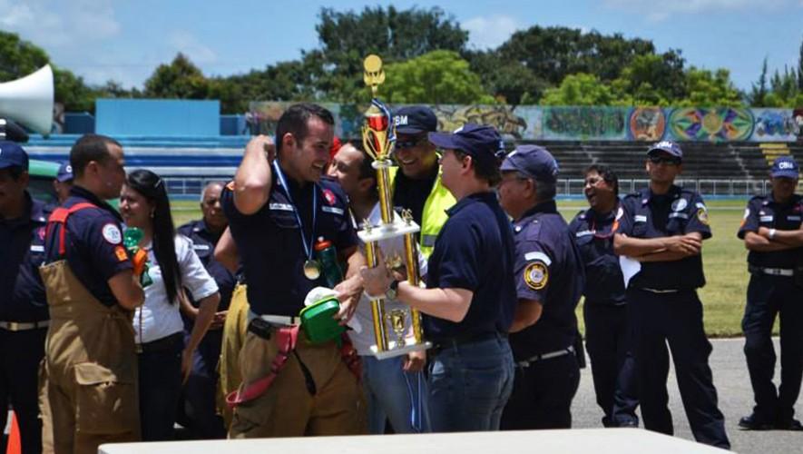 Juan Pablo Poggio es el bombero guatemalteco que triunfó en el Desafío de Bomberos 2016. (Foto: Imagen con fines ilustrativos tomada de Bomberos Municipales, ciudad de Guatemala)
