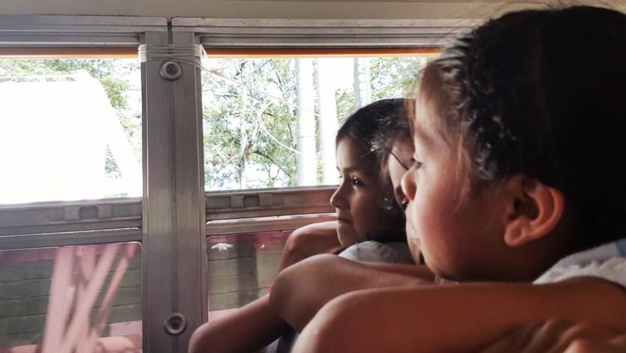 """Los niños de Purulhá cumplieron su sueño de viajar a la Ciudad de Guatemala. (Foto: Biblioteca """"Lic. Bernardo Lemus Mendoza"""")"""