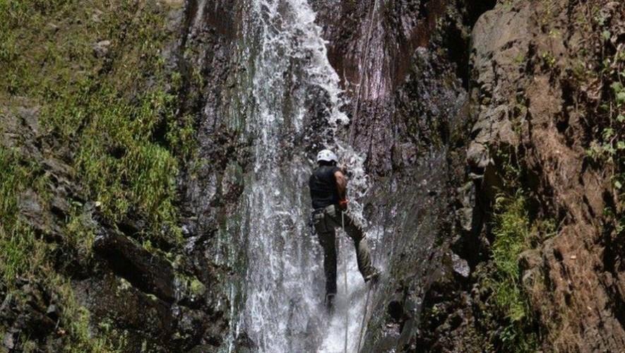 Rapel en catarata La Rinconada por Extremo a Extremo | Julio 2016