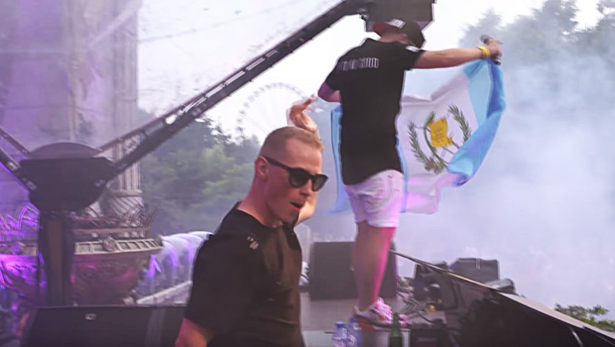 La bandera de Guatemala apareció en el escenario de Tomorrowland 2016. (Foto: Captura YouTube/Coone Tomorrowland)