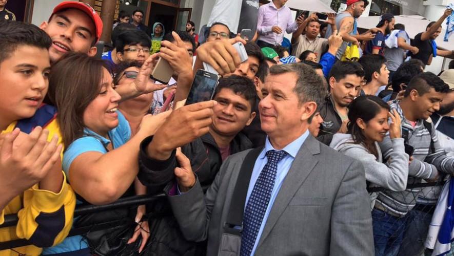 Ricardo Ortiz también fue buscado por los aficionados guatemaltecos. (Foto: Fuera de Juego)