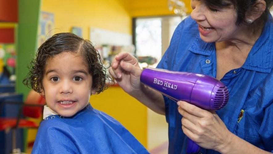 Una peluquería en Estados Unidos decidió apoyar a la construcción de una escuela en Guatemala. (Foto: Cartoon Cuts)