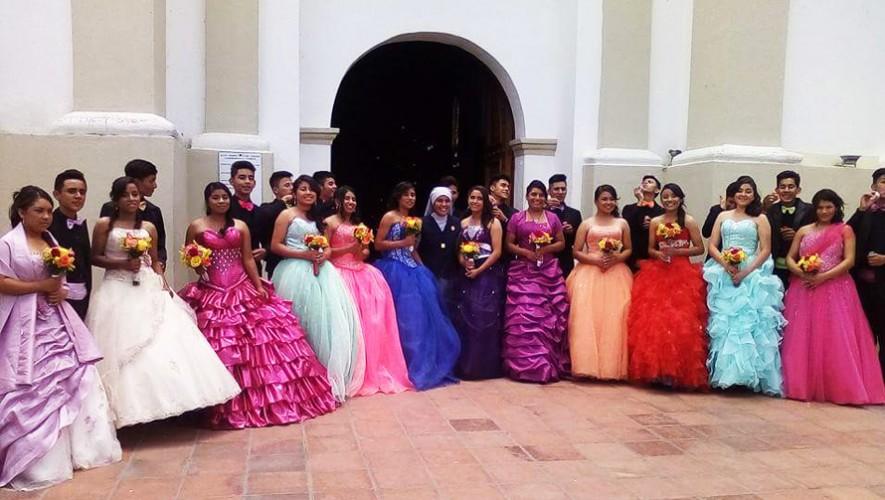 Las niñas de la casa hogar en Jalapa lograron cumplir su sueño de celebrar sus 15 años. (Foto: Hogar Nuestra Señora de los Remedios)