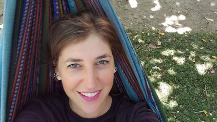 La actriz de la serie The Big  Bang Theory presumió su hamaca guatemalteca. (Foto: Mayim Bialik)