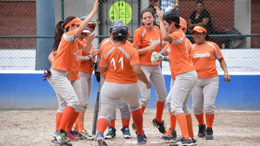 Partido de USAC vs Lanquetín, playoffs del Torneo de Sóftbol Femenino | Agosto 2016