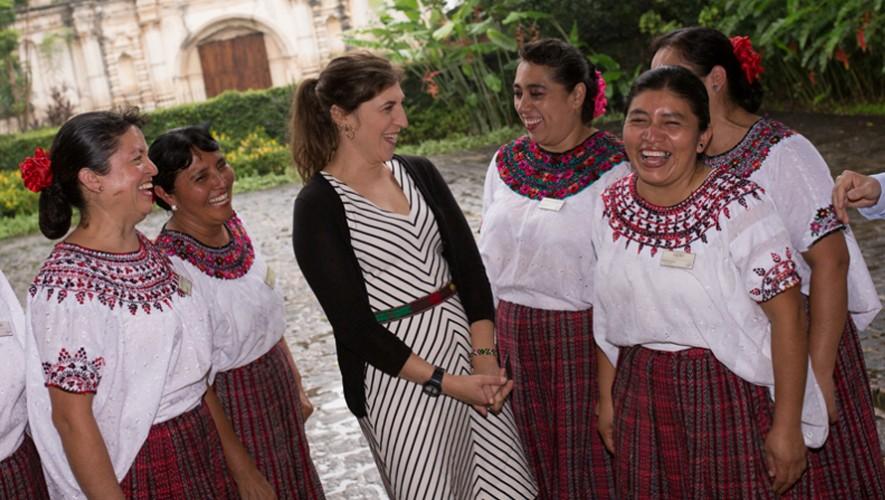 Mayim Bialik durante su visita a Guatemala en 2014. (Foto: Porta Hotel Antigua)
