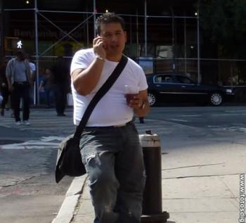 Hombre-Bebida-Telefono-FDG