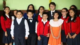 Sergio Flores visitó una de las tres escuelas Smart School en Guatemala. (Foto: Guatemala.com)