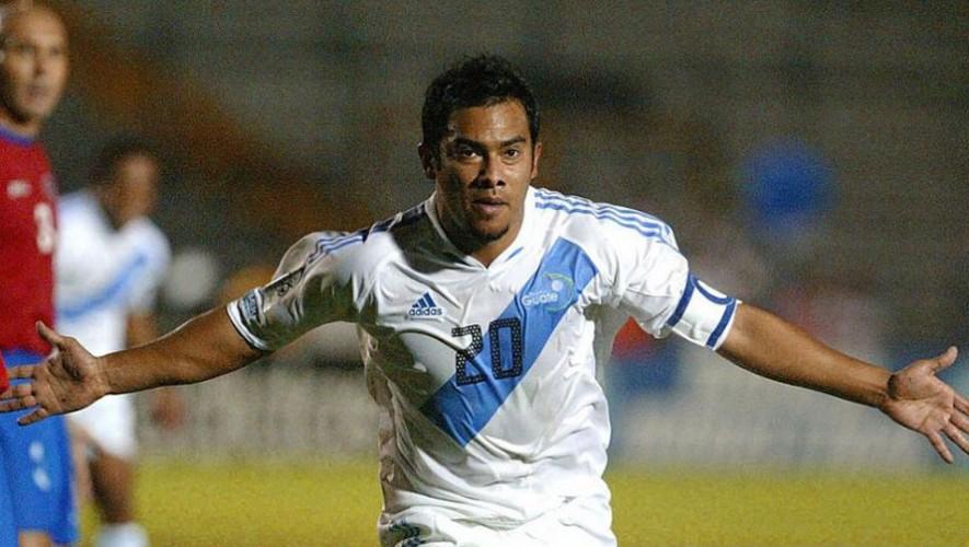 Es el máximo goleador de la selección de Guatemala, máximo goleador activo en el mundo en selecciones y máximo goleador de la historia de las Eliminatorias Mundialistas. (Foto: AFP)