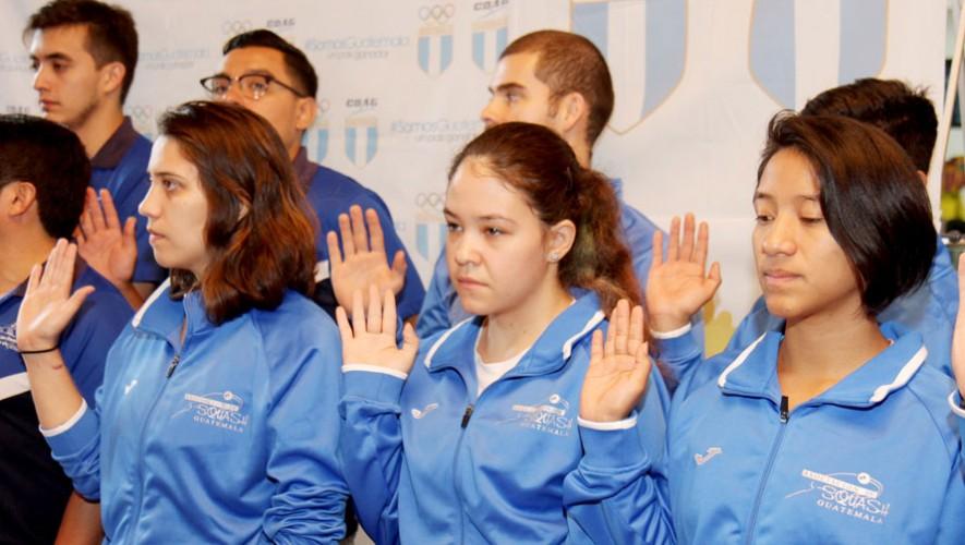 La delegación de squash fue juramentada este martes en las instalaciones de la CDAG. (Foto: COG)
