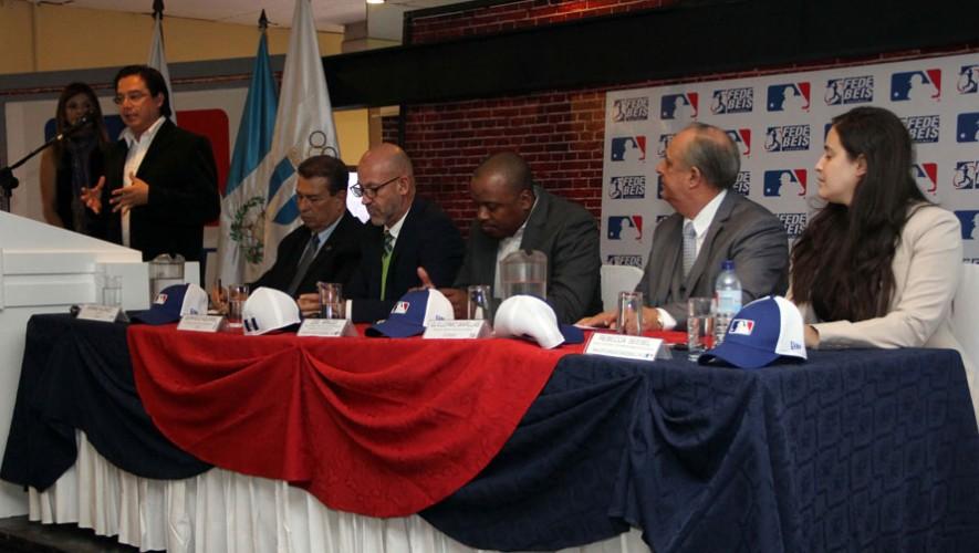En la conferencia de prensa se hicieron presentes los máximos dirigentes del deporte en Guatemala. (Foto: CDAG)