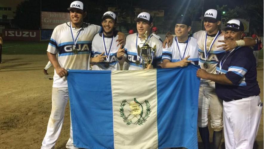 Guatemala y Panamá disputaron un partido digno para una final de sóftbol. (Foto: Marian von-rayntz)