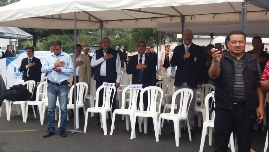 Varios invitados fueron parte del acto de develación. (Foto: Guatemala.com)