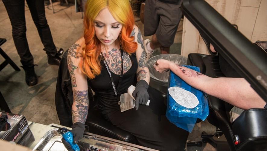 Por tercer año consecutivo, Megan Massacre estará tatuando a los guatemaltecos. (Foto: Affliction Clothing)