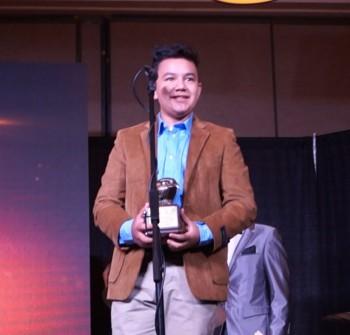 DIEGO GOMEZ recibe Premio Águila 2016.
