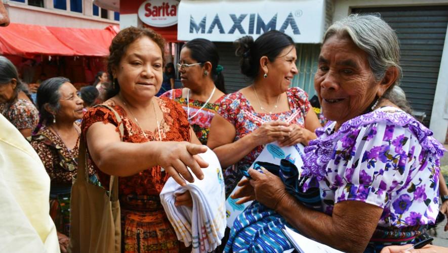 La municipalidad regaló mantas de tela para promover el uso de este material en lugar de bolsas plásticas. (Foto: Municipalidad de San Pedro la Laguna)