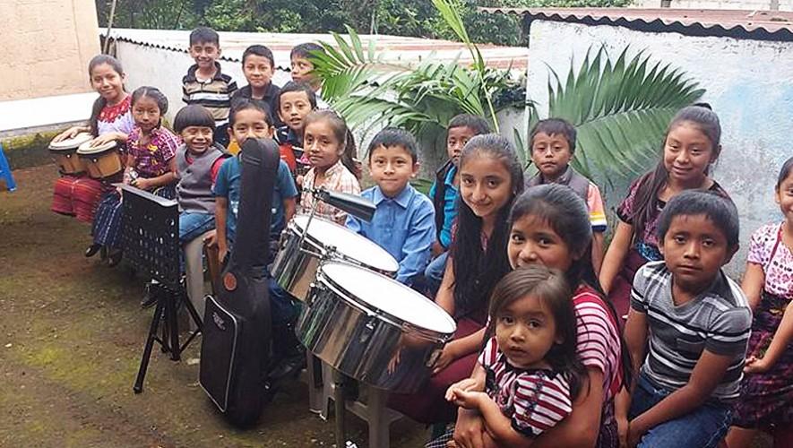 Niños de San Lucas Tolimán recibieron instrumentos musicales por parte de Skalda2. (Foto: Skalda2)