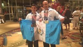 Armendariz y Cordova lograron tres medallas individuales en el Campeonato. (Foto: WKC Guatemala)