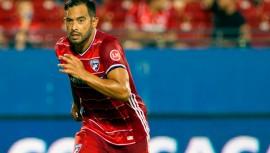 Ya puedes jugar con Carlos Ruiz tras la última actualización de FIFA. (Foto: Concacaf)