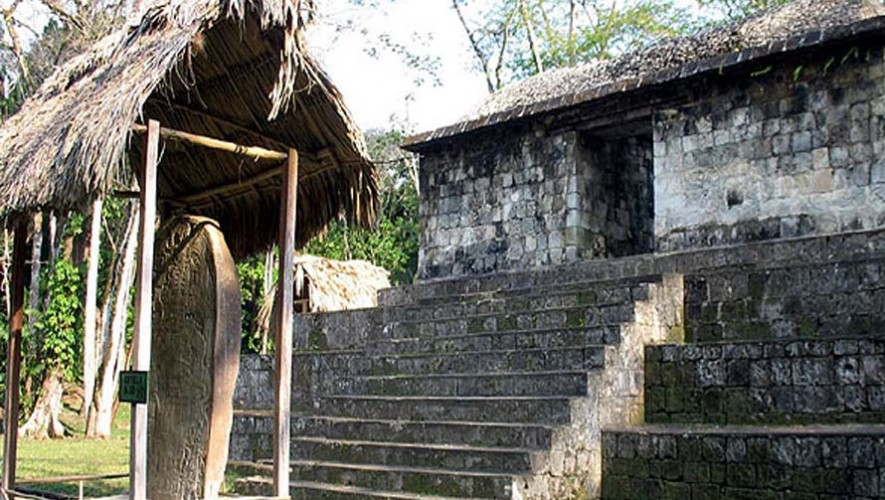 ceibal peten ciudad maya guatemala