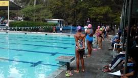Inscribe a tus hijos e hijas en los cursos de vacaciones que ofrecen las Federaciones Deportivas. (Foto: Federación Nacional de Natación Guatemala)