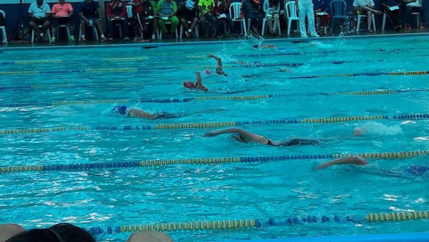 Más de 180 nadadores se enfrentaron este fin de semana en Quetzaltenango. (Foto: Hiliana Baches)