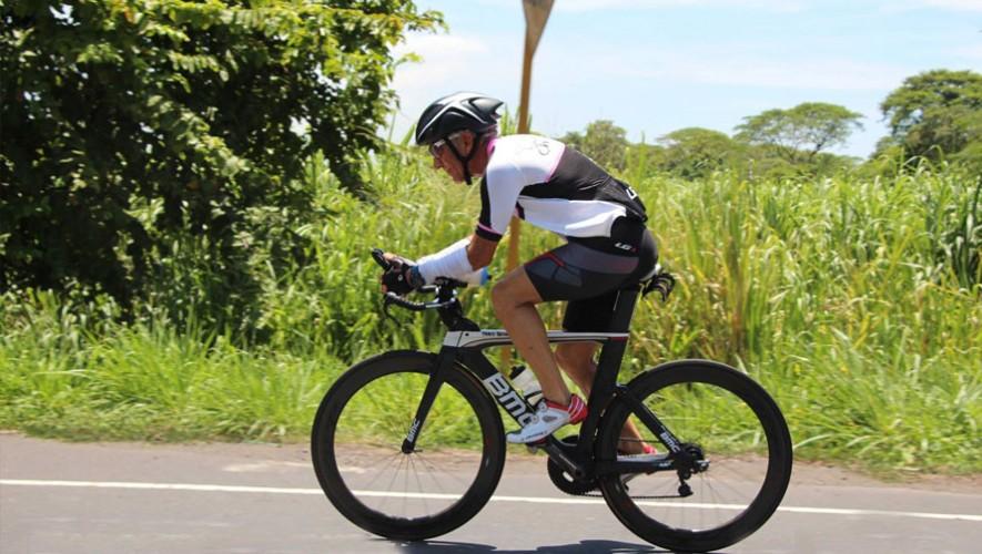 Este es el segundo Ironman de octubre en el que destaca el triatleta de 60 años. (Foto: GuatEventos)