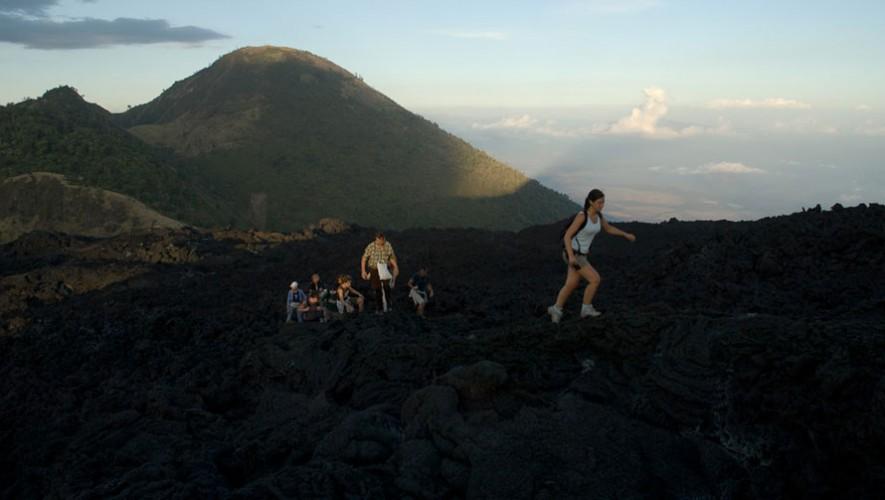 Ascenso al Volcán de Pacaya solo para mujeres | Octubre 2016
