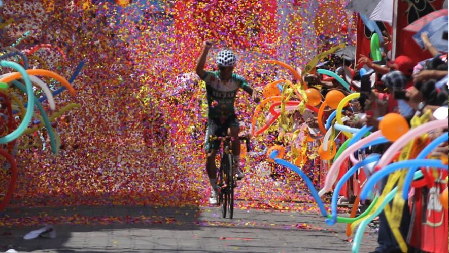 La Vuelta Ciclística contó con la participación de más de 40 ciclistas de diferentes países, especialmente de Guatemala. (Foto: Comité Olímpico Guatemalteco)