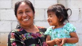 A pesar de no haber completado sus estudios, doña Cristobalina ayuda a sus hijos a superarse. (Foto: No Frontiers Media)