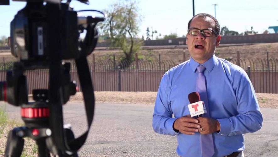 El guatemalteco Julio Cisneros trabaja para Telemundo en Phoenix. (Foto: Captura YouTube)