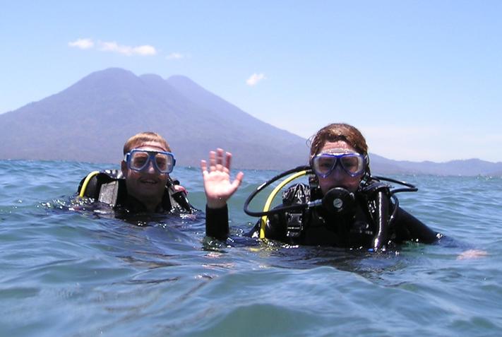 Realizarán una jornada de buceo y limpieza en el Lago Atitlán. (Foto: La Iguana Perdida)