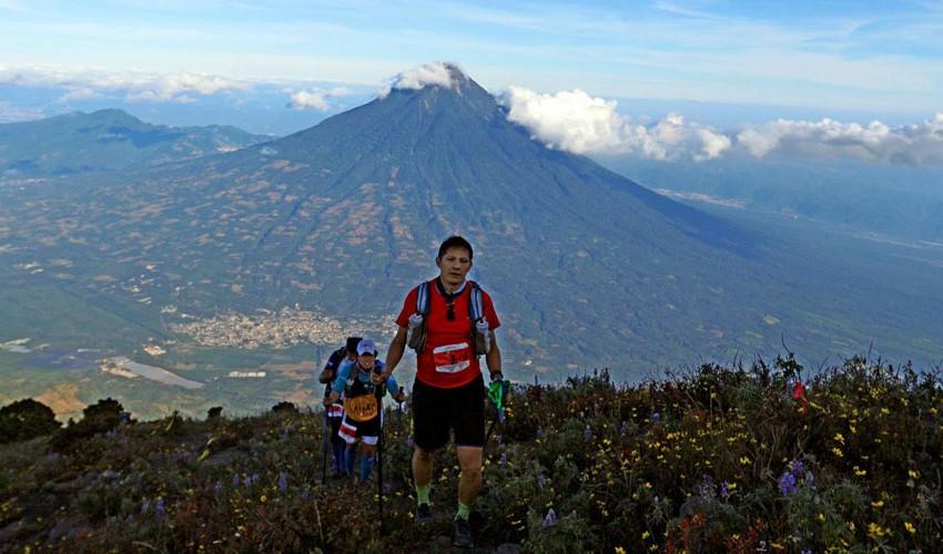 La distancia de los 72 kilómetros consistiendo en subir y bajar tres de los volcanes más altos de Guatemala. (Foto: Marvin Grijalva)
